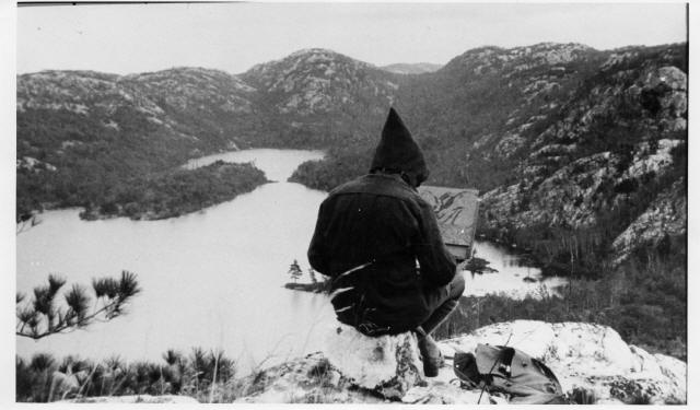 Franklin Carmichael painting at Grace Lake (photo by Joaquim Gauthier)